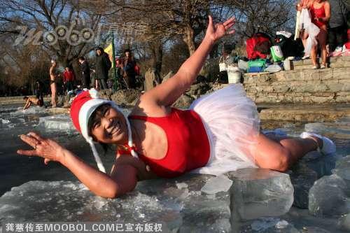 Shenyang_santa_swimmers